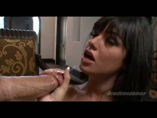 Ramdick starving slet sadie west hooks haar mond met een gigantic meatpole