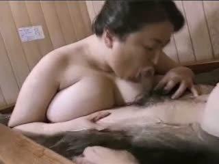 เอเชีย แก่แล้ว ผู้หญิงไซส์ใหญ่ mariko pt2 bath (no censorship)