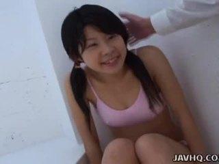 Asiática adolescente chupando ella como duro como ella lata