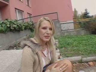 Een tsjechisch publiek meisje temptation