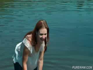 Wam aina ar mitra dykes uz the river