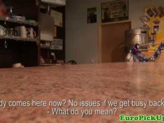 Blondine euro amateur shows lichaam voor cash
