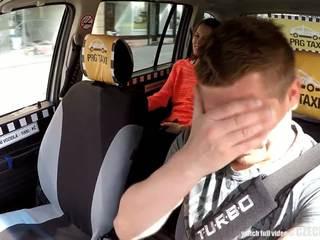 Cutest বালিকা gets একটি বিনামূল্যে taxi অশ্বারোহণ, বিনামূল্যে পর্ণ 80