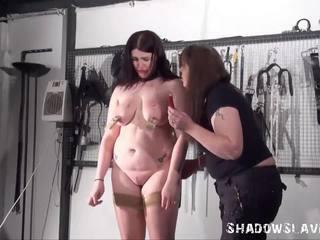 Lesbisch slavegirl alyss tortured door haar meesteres