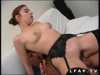 Jeune rouquine francaise se fait ramoner le cul
