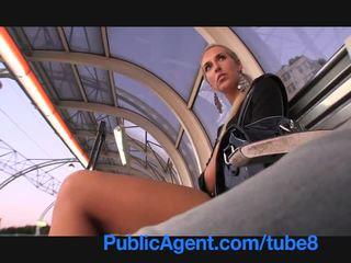 Publicagent garš legged blondīne fucked uz the bushes