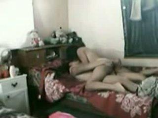 Indonezyjskie pokojówka z jej pakistańskie boyfriend