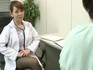 Lesbian gynecologist 2 parte 1