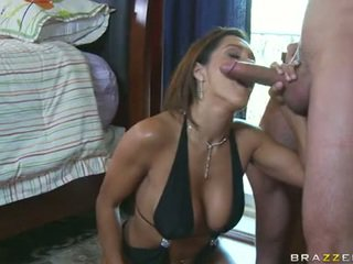 Sizzling mazulīte francesca le stuffs viņai mute ar a tsaluteck shaft un enpleasures tas