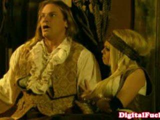 Porno zvezda abbey brooks v analno kostum orgija