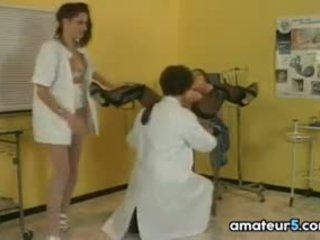 孕 病人 在 一 4一些 同 她的 医生