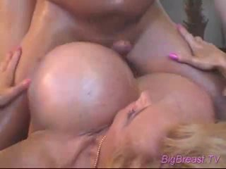 Bigtitted dame acquires perses