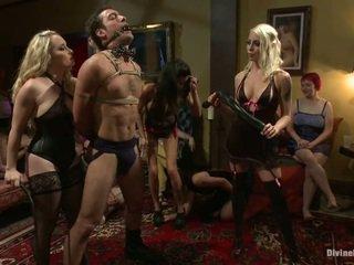 Nymph dominēšana uz pajama ballīte