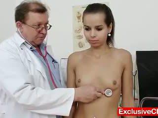 Tenger latina ferrara gomez poesje checkup omhoog dicht