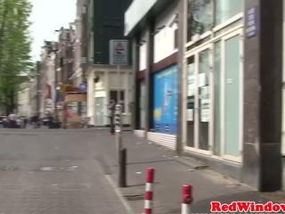 Holandieši ielasmeita doggystyled kamēr uz korsete