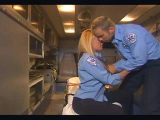 Nichole sheridan المتشددين سخيف في ambulance