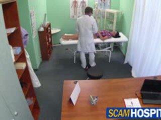 Vroče adela gets doctors velika tič therapy