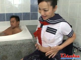 Fascinating youngster dressed ca o trainee learns cum pentru fi o fierbinte geisha