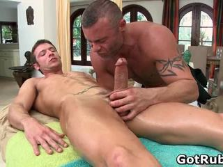 Super seksuālā guy gets seksuālā ķermenis massages