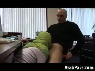 Broke arab fucks i an kontor til penger