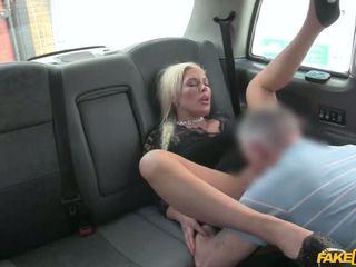 Driver przyłapani wanking w bielizna - porno wideo 961