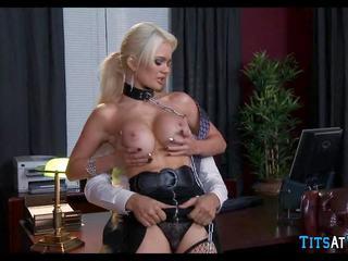 Collared blondýna sex hračka na práca, zadarmo hd porno ec