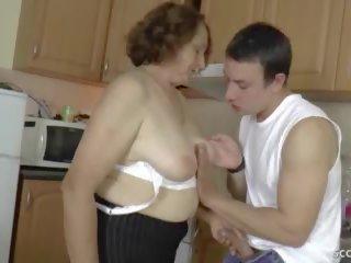 Duits step-son verleiden harig oma naar krijgen firs neuken.