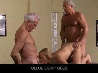 Appetizing mlada blondinke v an old trojček
