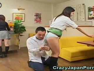 Fou porno avec japonais waitresses!