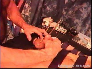 Siksaan alat kelamin pria dude terikat dan suara dengan electro.