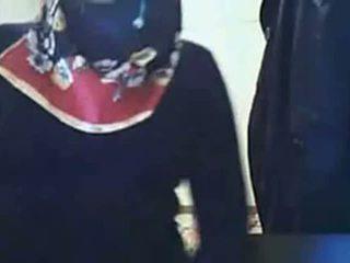 视频 - hijab 女孩 表现 屁股 上 摄像头