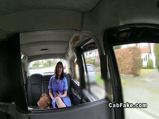 อวบ คนอังกฤษ พยาบาล ใน fake taxi cab รองเท้าบู้ทส์