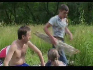 Rijpere mam milf + jongen 02 van matureside video-