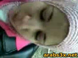 Arab বালিকা স্তন্যপান বাড়া