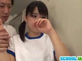 Japansk babe tsuna nakamura er knullet av two guys