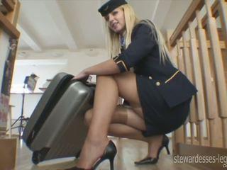 Leggy stjuardess erica