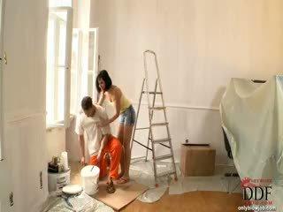 Abbie cat sucks de painter