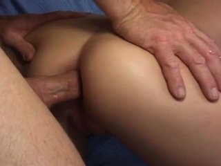 Amateur indian slut takes a large dck in her ass