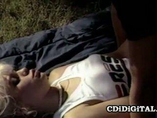 Barbi dahl מפורסם רטרו בייב having סקס outdoors