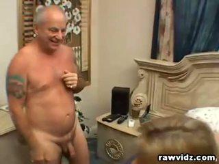 Grootvader loves neuken een blondine tiener