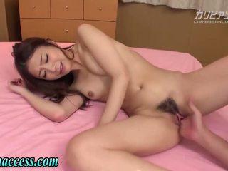 Japans meisje squirts na vingeren