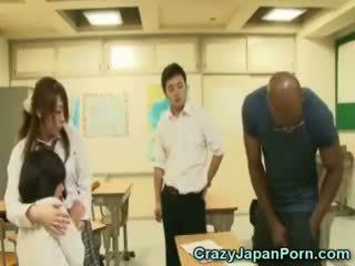 Juodas fucks mokinukė į wtf japonija porno!