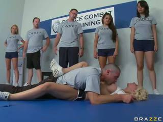 Latihan took sebuah gambar/video porno vulgar giliran