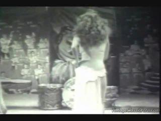 Antigo kakaiba dancer