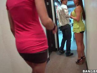 סקס בחלק הציצים, במטבח בעירום, קבוצת סקס במועדון