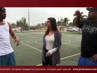 Mia khalifa বেশ্যার স্বামী সঙ্গে 2 বিশাল কালো dicks