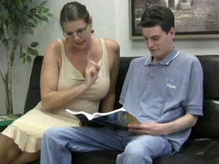Mature nana avec grand seins fucks une twenty quelque chose étalon