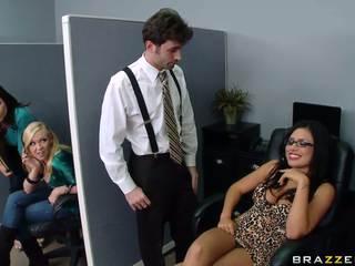 Krūtainas birojs palaistuve gets nailed līdz viņai coworker