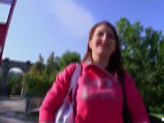 Ado nana baisée en la pays pour argent vidéo