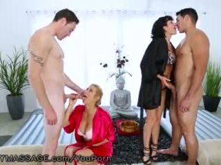 Fantasymassage caliente cougars tomar en 2 joven guys